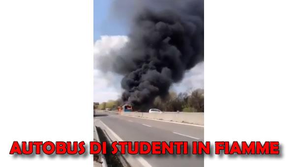 Autobus San Giuliano in fiamme