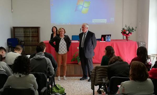 Mediazione linguistica al Maggiolini di Parabiago