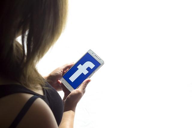 Adescava minorenni su Facebook